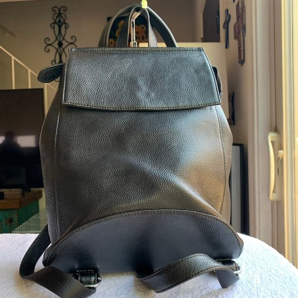 Heshe Womens Leather Backpack Casual Style Flap